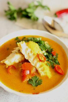 Zupa rybna z dorsza i papryką : Thermomix przepisy. Zupa rybna z dorsza i papryką. Składniki: 10 g masła klarowanego 1 cebula 1 ząbek czosnku 1 papryka czerwona 200 g dorsza (płaty) 500 g. Przepis na Zupa rybna z dorsza i papryką Thai Red Curry, Seafood, Food And Drink, Healthy Recipes, Cooking, Ethnic Recipes, Places, Kitchens, Thermomix