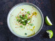 Gurken-Avocado-Suppe mit Joghurt - in 10 Minuten fertig!