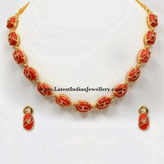 coral with gold beads haram Gold Earrings Designs, Beaded Jewelry Designs, Gold Jewellery Design, Bead Jewellery, Necklace Designs, Diamond Jewellery, Latest Jewellery, Coral Jewelry, Coral Earrings