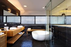 Casa com piscina adjacente à sala de estar - limaonagua