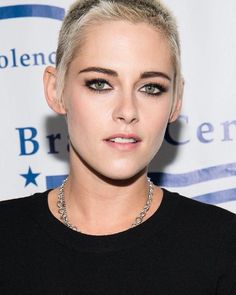 """Polubienia: 279, komentarze: 6 – I Was Born To Love You❤️ (@kristen_stewart_jaymes) na Instagramie: """"I'M DEAD *SHE'S SO DAMN PERFECT I MEAN LOOK AT HER* New pic of Kristen at the Brady bear…"""""""