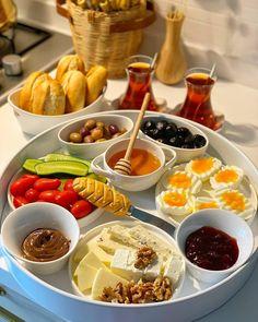 Breakfast Presentation, Food Presentation, Afghanistan Food, Party Food Buffet, Breakfast Pictures, Breakfast Platter, Recovery Food, Think Food, Food Decoration