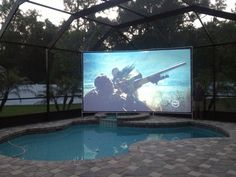 Backyard movie theater ideas outdoor projector 43 new Ideas Backyard Movie Theaters, Backyard Movie Nights, Outdoor Movie Nights, Outdoor Movie Screen, Outdoor Cinema, Outdoor Theater, Movie Theater Decor, Outdoor Projector, Backyard Makeover