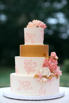 gold and pink cake | Photography: Steve DePino