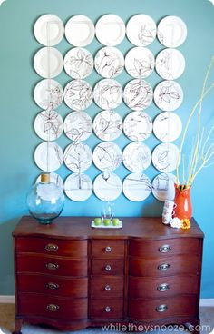 I love the white space with frame drawn around it. anthropologie inspired sharpie art plate wall