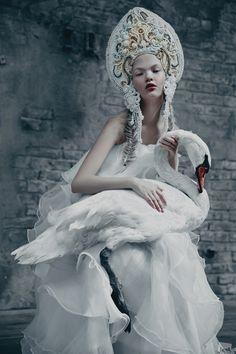 Agnieszka Osipa: Fashion Where Slavic Folklore Reigns Foto Fashion, Fashion Art, Fashion Models, Fashion Trends, Fantasy Photography, Fashion Photography, White Photography, Dress Dior, Mode Russe
