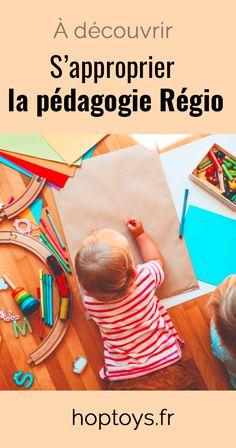 La pédagogie Reggio est une philosophie et une pratique d'éducation, élaborée pour de jeunes enfants au cours des années 1960 par Loris Malaguzzi. Dans cette approche éducative, l'enfant a une place centrale. Selon Loris Malaguzzi, l'enfant n'a pas une manière de communiquer, mais possède « 100 langages ». L'éducateur doit donc favoriser son expression sous toutes ses formes : artistique, corporelle, langagière, émotionnelle… Reggio, Place, Montessori, Beach Mat, Alternative, Outdoor Blanket, Kids Rugs, Explore, Young Children
