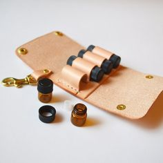 Keep your favorite essential oils close at hand with this leather wallet keychain that holds 8 glass vials. The swivel bolt snap makes it