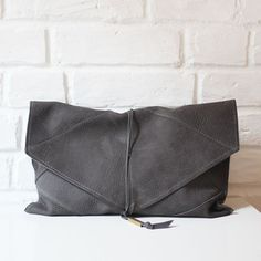 Guess – Handtasche mit Logo Details Modell 'Narita' – Schwarz