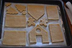 come preparare una casetta pan di zenzero - fase 1 Biscotti Cookies, Cake Cookies, Easy Christmas Crafts, Simple Christmas, Christmas Gingerbread, Christmas Cookies, Bolacha Cookies, Heath Food, Torte Cake