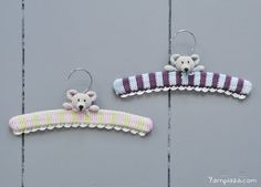 Two teddy bears watching after your clothes. Looking for a perfect baby shower gift and do you want to crochet a clothing hanger? Get the free pattern here.