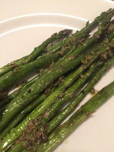 ESPARRAGOS ROSTIZADOS CON ADEREZO DE ALCAPARRA #grilled #asparagus #capers #vegan #vegetarian #healthy #verdura