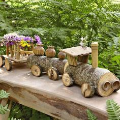 DIY toy: Build a small wooden train . bauen DIY toy: Build a small wooden train . Wood Log Crafts, Log Projects, Diy And Crafts, Crafts For Kids, Deco Nature, Wooden Train, Into The Woods, Wood Creations, Wood Slices