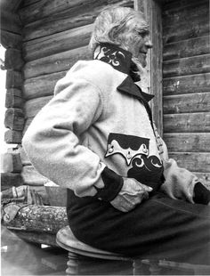 Hello all, Today I will continue my series on the East Telemark costume by describing the Gråtrøje costume , the men's folk cost. Folk Costume, Costumes, Folklore, Norway, Sweden, Germany, Traditional, Embroidery, Europe
