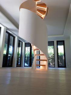 Spindeltreppen mit Charakter? Das sind Siller Treppen! Hier die Spindeltreppe TORNADO mit LED in den Stufen. Immer das richtige Design. www.sillertreppen.com