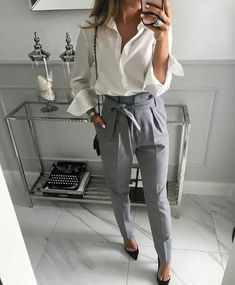 40 Trendy Work Attire & Office Outfits For Business Women Classy Workwear for Pr. 40 Trendy Work Attire & Office Outfits For Business Women Classy Workwear for Professional Look Trajes Business Casual, Business Casual Outfits, Classy Outfits, Trendy Outfits, Classy Clothes, Women Business Attire, Business Professional Outfits, Business Chic, Business Shirts