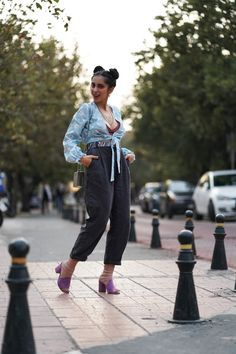 #springlook #sockswithmules Spring Looks, Photo And Video, Pants, Outfits, Instagram, Fashion, Trouser Pants, Moda, Suits