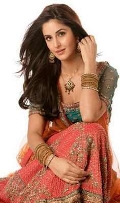 Katrina Kaif in a coral and teal with gold lehnga Katrina Kaif Images, Katrina Kaif Photo, Bollywood Celebrities, Bollywood Fashion, Bollywood Images, Bollywood Style, Bollywood Actors, Indian Dresses, Indian Outfits