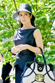 Salma Hayek outfit in the movie 'Grown ups'. Love the hat & dress