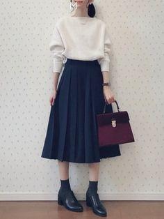 MAYUKO│apart by lowrys Knitwear Looks - Mode für Frauen Muslim Fashion, Modest Fashion, Hijab Fashion, Korean Fashion, Fashion Dresses, Japan Fashion Casual, Fashion Models, Girl Fashion, Fashion Design