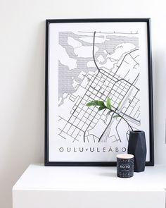MAP Oulu on oululaisen suunnittelija-käsityöläispariskunnan yhteistyön tulos. Kartta suunniteltiin julisteeksi ystävien müncheniläiseen kattohuoneistoon. Paperi 170 g Koko 50 x 70 cm Myydään postitusputkessa