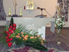 Image result for kwiaty na ołtarz Deco Floral, Flower Arrangements, Wreaths, Home Decor, Floral Arrangements, Agriculture, Modern Flower Arrangements, Wedding, Decoration Home