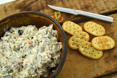 This amazing olive dip is made from cream cheese and olives. This olive dip recipe is delicious spread on crackers or veggies! Light Appetizers, Appetizer Dips, Yummy Appetizers, Appetizer Recipes, Black Olive And Cream Cheese Dip, Green Olive Dip, Apple Cider Cocktail, Cider Cocktails, Dip Recipes