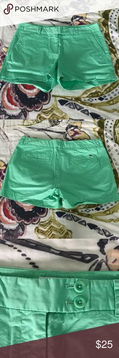 """Vineyard Vines Chino Shorts Adorable Vineyard Vines chino shorts! In great condition! 4"""" inseam. Feel free to make an offer! Vineyard Vines Shorts"""
