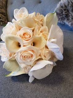 Roses and calla lilies #parsleyandsage #callalilies