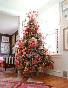 Christmas Eclectic Home Tour - Aunt Peaches - love this colorful tree filled with handmade ornaments #christmastree #ChristmasDecor