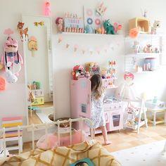 1,409 отметок «Нравится», 51 комментариев — Kids Design Life (@kidsdesignlife) в Instagram: «Doing just about anything but getting ready for bed... #ebbasroom #kidsroom #kidsdecor…»