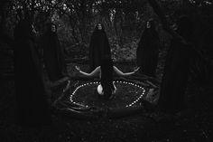 "dark-recesses-of-the-soul: ""☽ dark, horror, eerie, macabre ☾ """