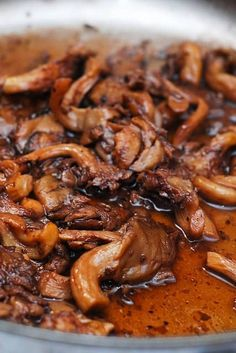 Simple Red Wine Mushroom Sauce Recipe _ One of my favorite ways to serve mushrooms alongside grilled steak, veal chops, & other meats. I have oyster mushrooms here, but this also works great with regular white (button) mushrooms! Sauce Recipes, Beef Recipes, Vegetarian Recipes, Cooking Recipes, Healthy Recipes, Healthy Sauces, Wine Sauce For Steak, Pasta With Meat Sauce, Red Wine Pasta Sauce