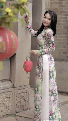 Indian Designer Outfits, Indian Outfits, Oriental Dress, Stitching Dresses, Pantalon Large, Vietnamese Dress, Kurta Designs, Beautiful Asian Women, Ao Dai