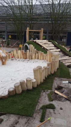 In aanleg: de zandbak van natuurspeelplaats Heer bij de Suringarschool en PSZ Taman Kanak Kanak in Maastricht.