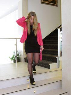 Blazer flúor con vestido negro , Zara in Kleider, Primark in Blazers, Bershka in Stiefeletten Zara, Primark, Hosiery, Leather Skirt, Party Dress, Legs, Skirts, Outfits, Beauty