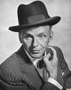 Frank Sinatra. Nació el 12 de Diciembre de 1915 en Hoboken (Nueva Jersey), Estados Unidos. Murió el 14 de Mayo de 1998 en Los Ángeles, California, Estados Unidos.