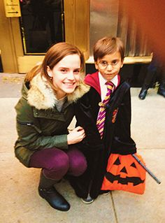 Emma Watson to 5 year old boy: Excuse me, are you Harry Potter? That's great, because I'm Hermione Granger and we're best of friends. <--- Thats why Emma Watson is awesome. Ridiculous Harry Potter, Harry Potter Jokes, Harry Potter Fandom, Emma Watson, Alex Watson, Hermione, Hogwarts, Slytherin, Lemony Snicket