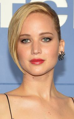 Click for tips on how to get Jennifer Lawrence's flawless skin and smoky eyes!