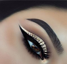 Gorgeous gold eye shadow with black eye liner #eyemakeup #eyeshadow #makeup