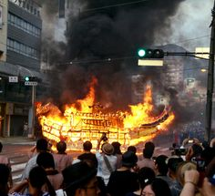 精霊流しの船が全焼 仕掛けた花火が引火か 長崎
