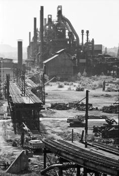 """As my novel """"Hometown News"""" demonstrates, the Rust Belt wasn't all big cities. (Bethlehem Steel, once a symbol of American industry, went bankrupt in Photograph by Jeremy Blakeslee) Abandoned Buildings, Abandoned Places, Pennsylvania History, Bethlehem Pennsylvania, Bethlehem Steel, Bethlehem Pa, Abandoned Factory, Ghost In The Machine, Steel Mill"""