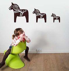 Google 이미지 검색결과: http://manolohome.com/wordpress/wp-content/uploads/2010/02/dala-horse-decals.jpg