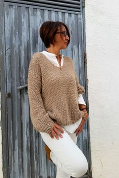 Chunky knit sweater, womens sweater, neutral clothing. This chunky knit sweater is a must have for Autumn and Winter cold days. The beautiful color of this women sweater and its soft and luxury wool make that you could wear it as a second skin at any moment. Hand knitted in a luxury mixture of 40% alpaca, 50% virgin wool and acrylic absolutely. Size 36/38 EU. 6/8 US. 6/8/10 UK (For other sizes, convo me, thanks) Made to order, please, allow me 10 days to knit it for you If you need more...