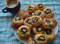 Moravian cakes as a grandmother Hungarian Desserts, Good Food, Yummy Food, Czech Recipes, Muffin, Food And Drink, Breakfast, Czech Food, Cakes