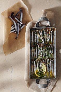 Γαύρος στον φούρνο με ρίγανη, σκόρδο και λεμόνι