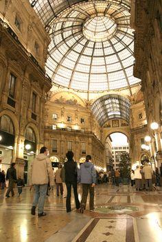 <3 shopping at Piazza del Duomo - Milan. Favorite place!!!