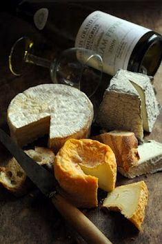Fromages français (qui ne sent pas bon !) French -stinky- cheeses :)