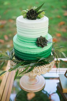 green wedding cake | Jessica Ashley Photography | Glamour & Grace