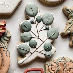 Leaf Cookies, Flower Cookies, Iced Cookies, No Bake Cookies, Sugar Cookies, Christmas Biscuits, Cookie Icing, Cookie Ideas, Cakepops